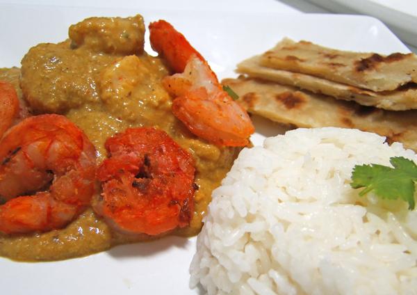 Prawn Masala: camarões com curry de coco, amendoim e gergelim