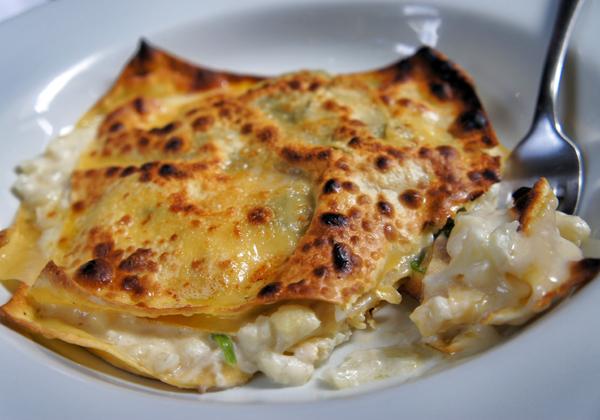 Lasagna de couve flor, espinafre, Taleggio e nozes do Arturito (R$ 56)