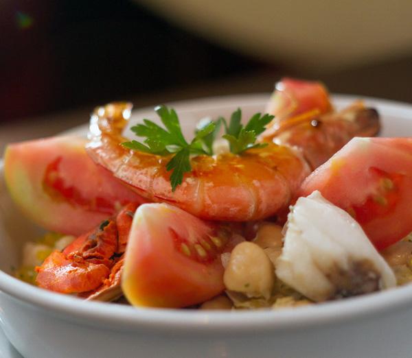 Donostia_Salada de Grão de Bico com Vinagrete e Frutos do Mar_FotoRafaelWainberg