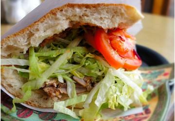 Doner Kebab, uma instituição gastronômica da cidade, do famoso Schlemmerbuffet Doner Kebab
