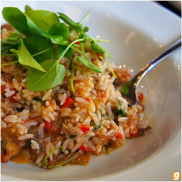 Arroz de rabada com agrião: fixo no menu, sai R$ 29 no executivo, acompanhado de salada e couvert