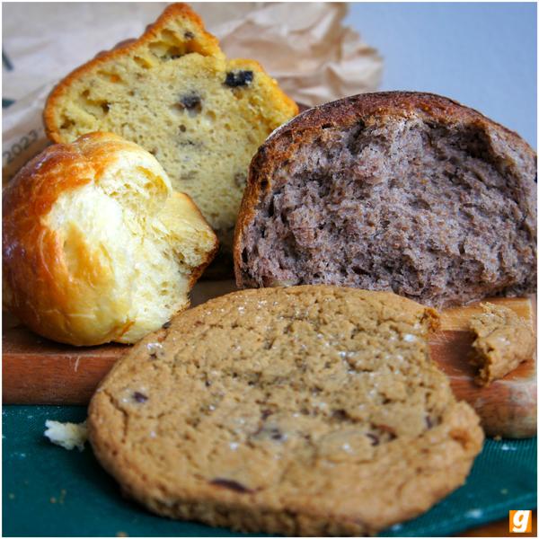 Trouxe pra casa: brioche, pão integral de figo e nozes, bolo de azeitona e vinho branco, cookie tradicional