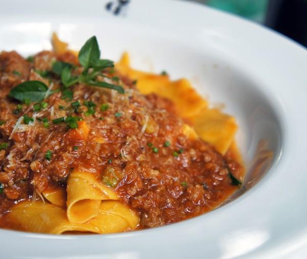 Maltagliati artesanal com bolonhesa tradicional (carnes suína e bovina) da Casa Europa: um dos melhores da cidade