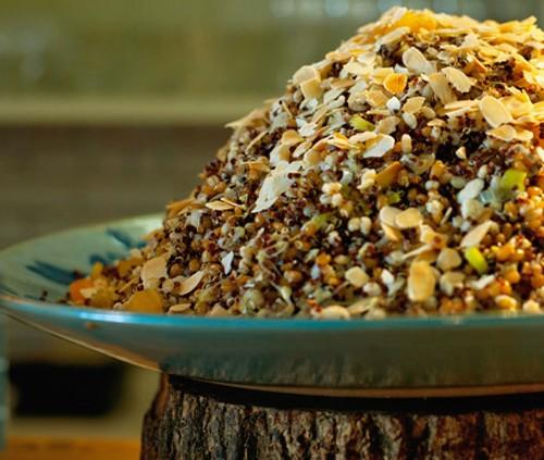 Salada de grãos, lentilha Dupuy, damasco e amêndoas