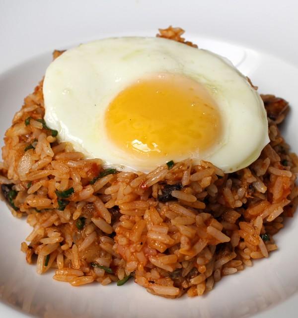 Ótimo arroz de moela e cogumelos à cavalo