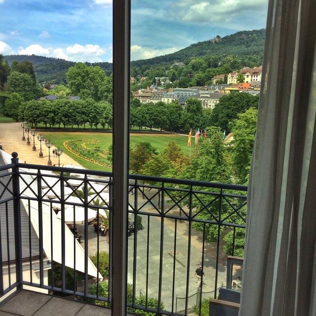 Praça em frente ao Cassino de Baden-Baden: vista do meu quarto no hotel Dorint Maison Messmer