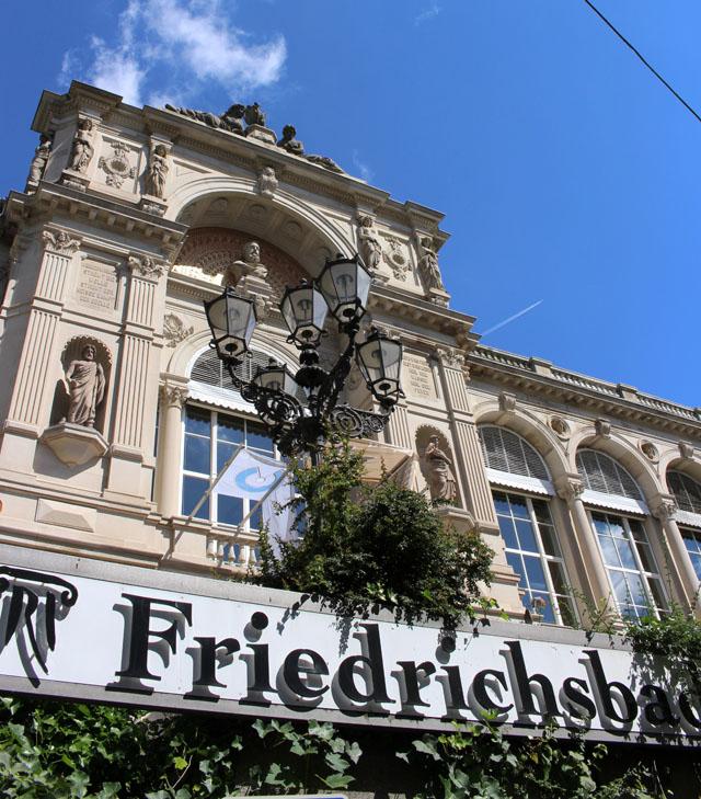 Um dos melhores spas de águas termais da Alemanha - mas ali, banho só pelado