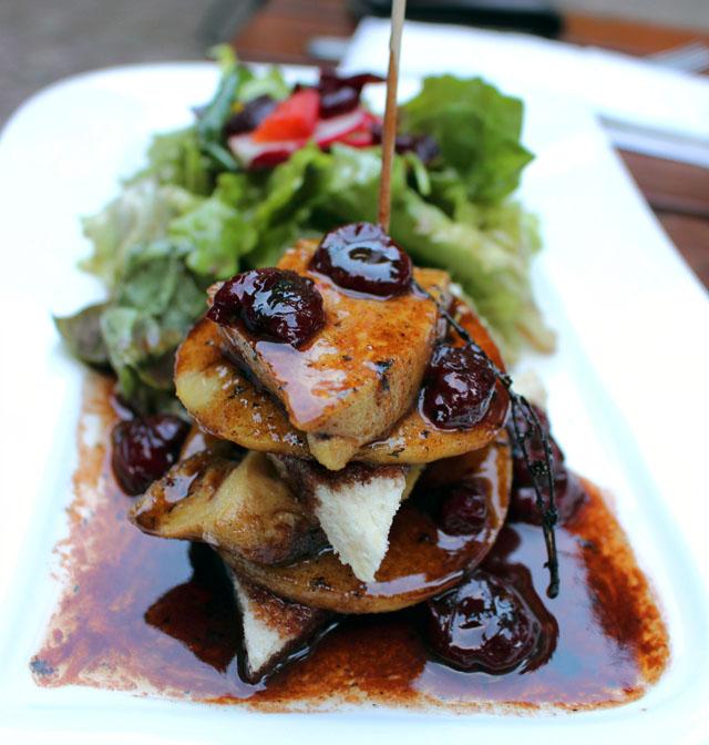Foie gras salteado ao molho de vinho do Porto com cerejas e brioche no Weinstube Baldreit (14,30 euros)
