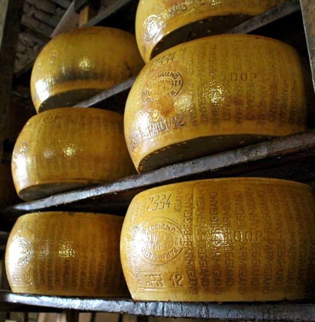 Uma das estrelas da Emilia Romagna, o Parmigiano Reggiano
