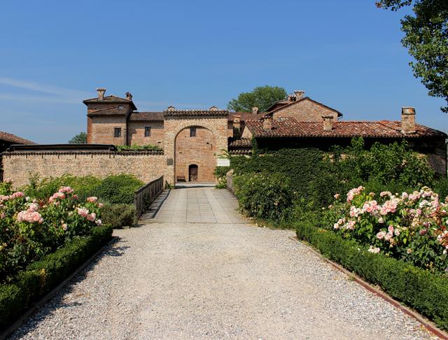 Exterior da Antica Corte Pallacivina, construção do século XVI que funciona como hotel de luxo, restaurante e 'guarda' dos melhores Culatellos da Itália