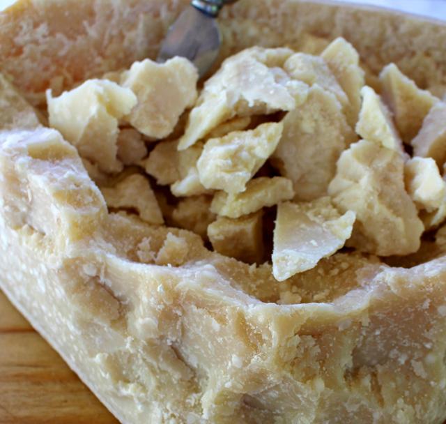 Um dos produtos mais famosos da Emilia-Romagna, o Parmigiano Reggiano
