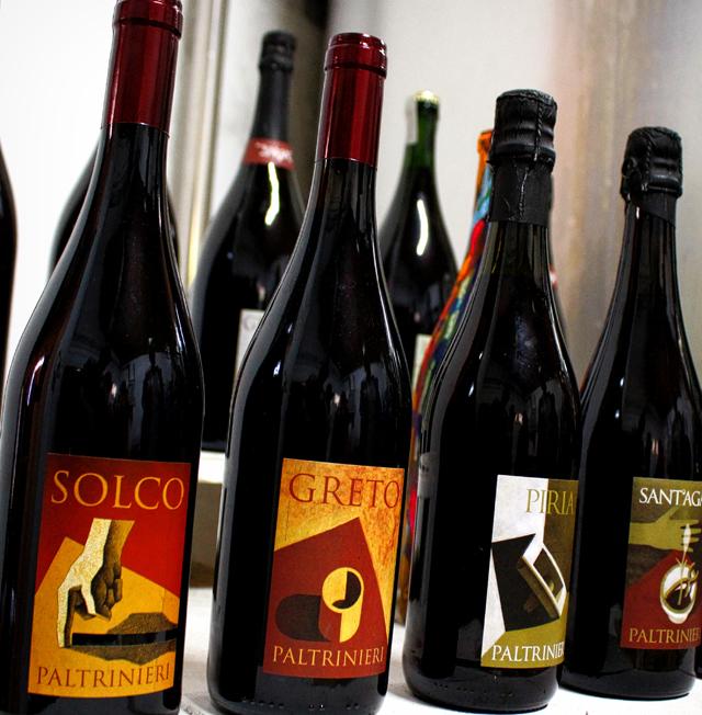 O vinho onipresente nas mesas da região de Parma: Lambrusco. Por ser doce (na maioria das vezes) e gaseificado, fica perfeito para ser tomado com embutidos por 'limpar' a língua da gordura da carne e equilibrar o sal
