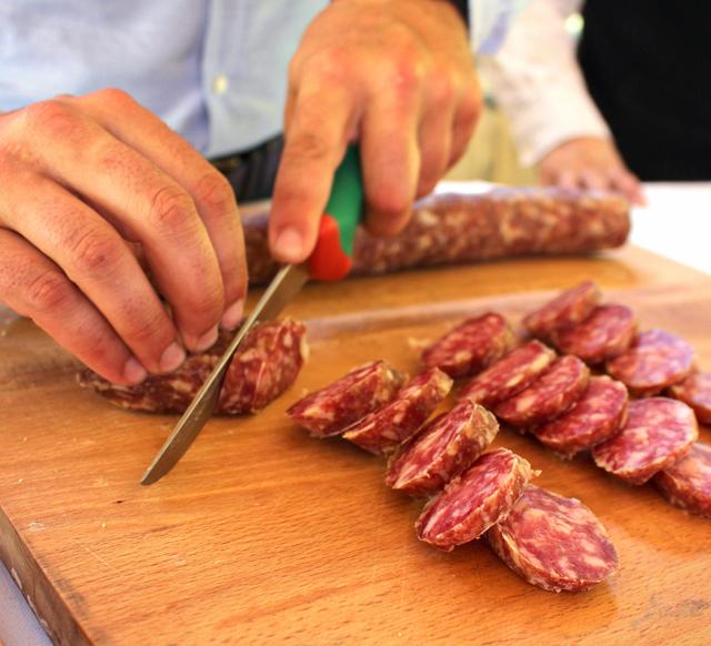 Salame di Felino: originário da cidade de Felino, na Emilia-romagna, é tido como um dos melhores salames do mundo e feito apenas com carne da barriga e da paleta