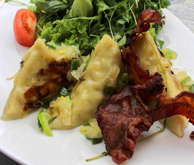 Maultaschen, especialidade da região, no restaurante Skajo, em Friburgo