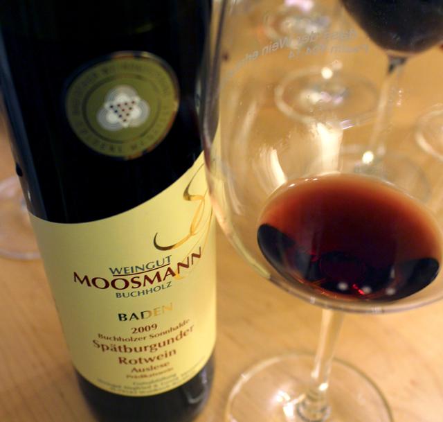 Eu não gosto de vinho doce mas esse da região de Baden... Ulalá! Na loja Alte Wache, em Friburgo