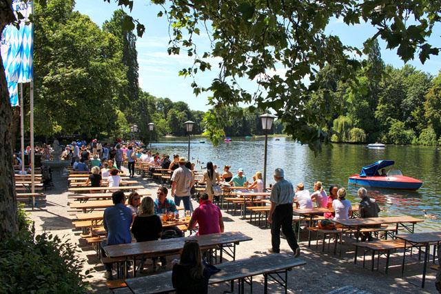 Seehaus im Englischen Garten: um dos biergarten mais lindos da cidade, dentro de um imenso parque