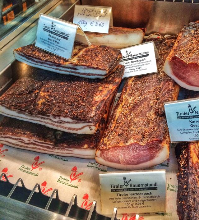 Barriga de porco com diversos tipo de cura e/ou defumação na Tiroler Bauernstandl