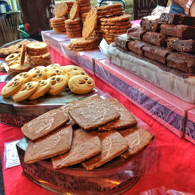 Biscoitos em barraca de doceria em Borough Market