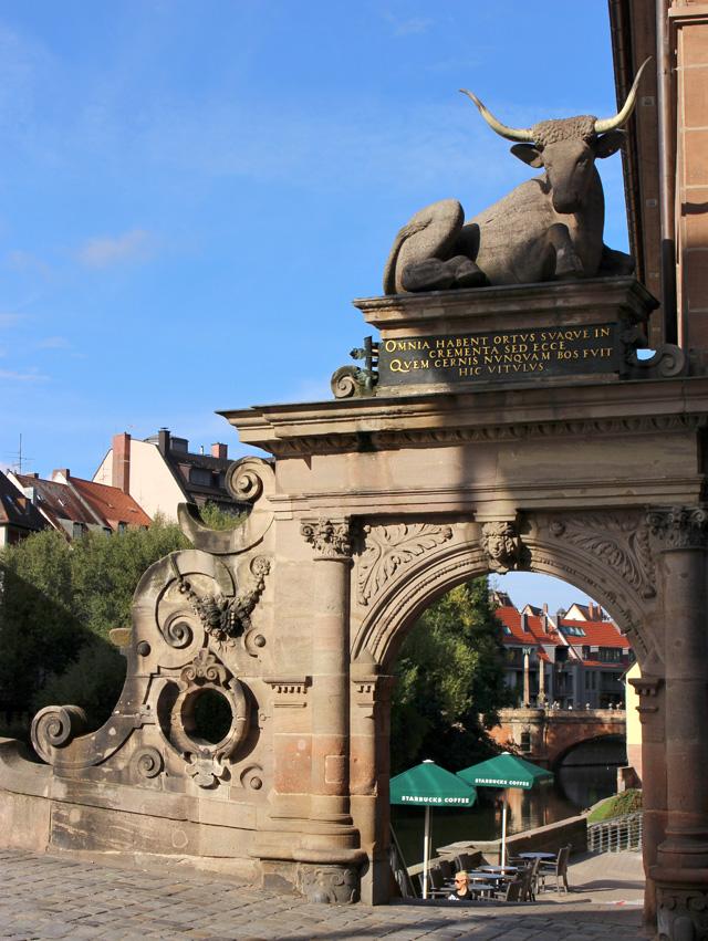 Área histórica no centro de Nuremberg na qual ficavam concentrados os matadouros e açougueiros da cidade. Hoje, é o páteo de um café