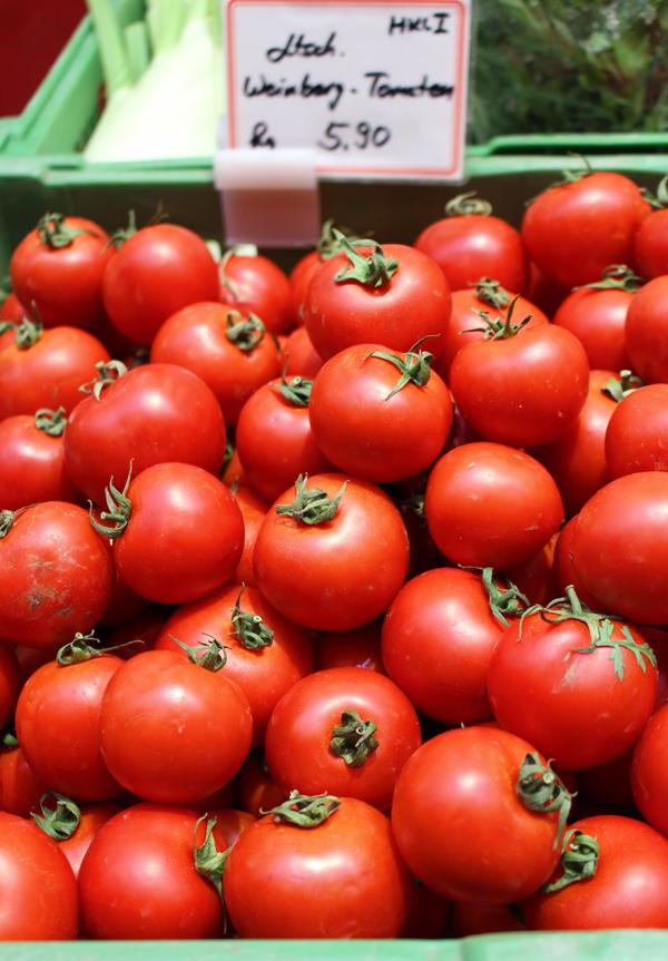 Variedade de tomate alemão, encontrado no Stuttgart Markthalle, que só existe três semanas por ano e cresce entre as videiras. Doce, doce, doce e com casca resistente como a de uma jabuticaba