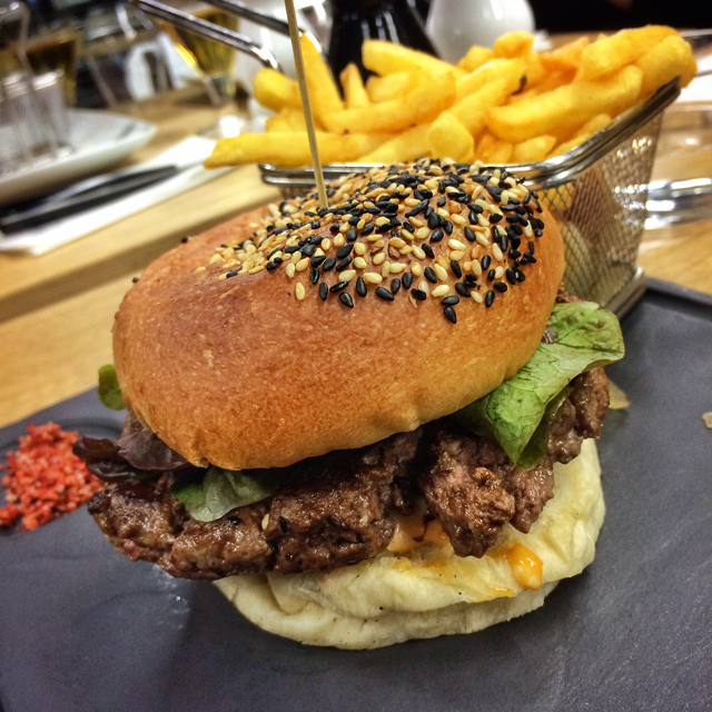 Belo Burger de cordeiro do Steak Point na Lafayette Gourmet