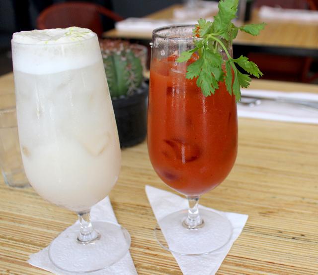 A casa tem extenso menu de drinques. Entre as criações,  Horchata Gin fizz  e Bloody Maria