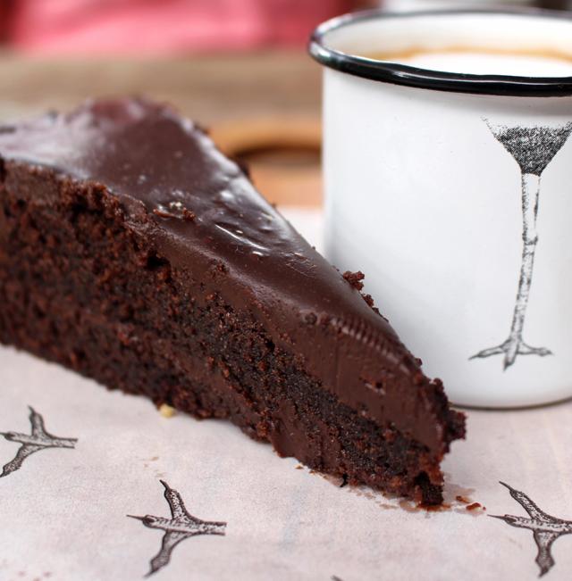 Putsa bolo de chocolate com pingado