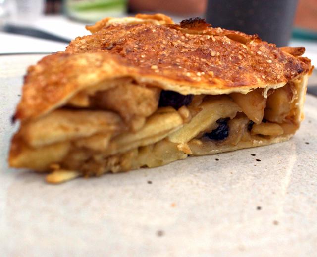 Minha amada torta de maçã com uvas passas: pouco açúcar, massa delicada e muita, muita fruta