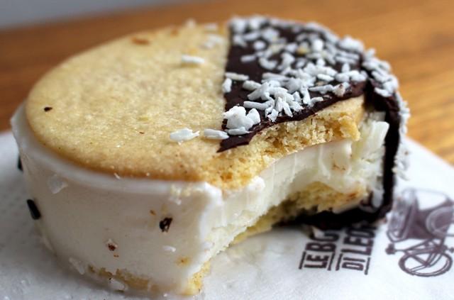 Biscotti: bolachas arteanais de baunilha recheadas por sorvete (R$ 12). Os sabores variam diariamente
