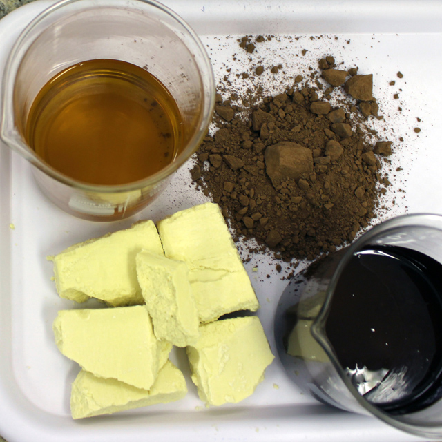 Liquor de cacau e seus derivados após o processamento: manteiga de cacau e pó de cacau