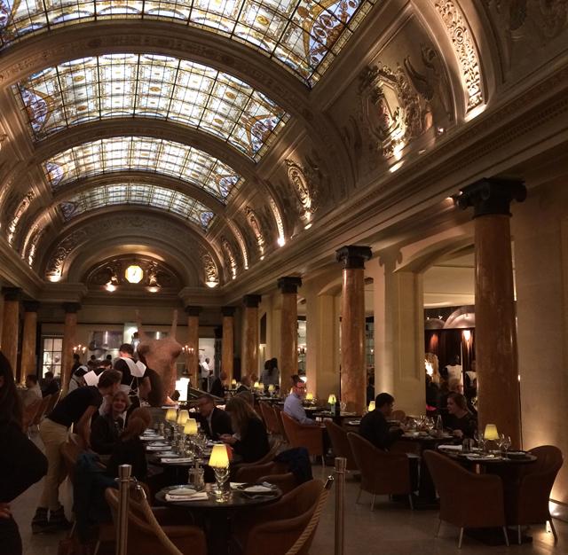Ambiente do Belga Queen: o badalado, e caro, restaurante fica em prédio construiído no século 18.