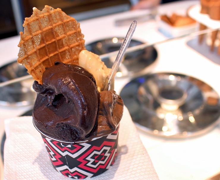 Ammapassione (chocolate AMMA, maracujá e nibs de cacau), doce de leite com cumaru e chocolate AMMA 70% a base de água: deliciosos
