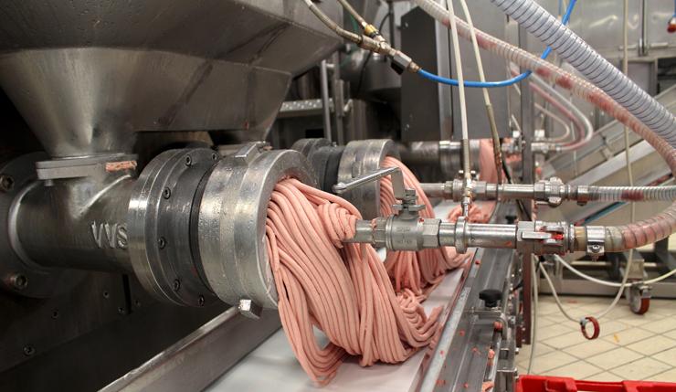 Triturador da pasta rosa (carne) da mortadella. Depois de virar um creme, será misturada à gordura de pescoço
