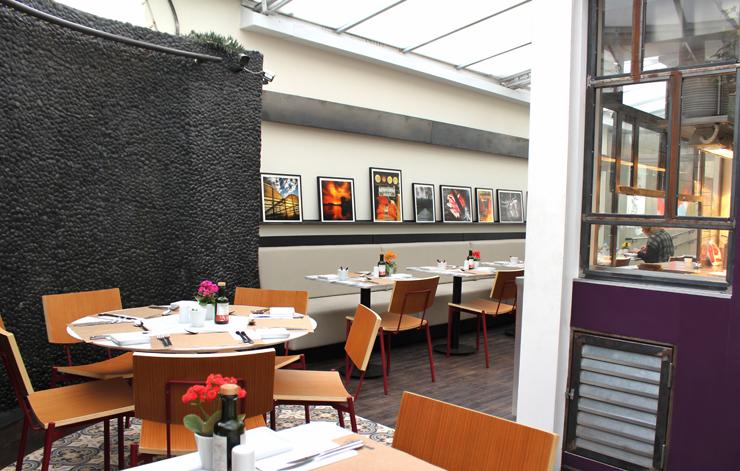 Salão de 34 lugares do Petí Gastronomia: nos fundos da loja Pintar Materiais Artísticos