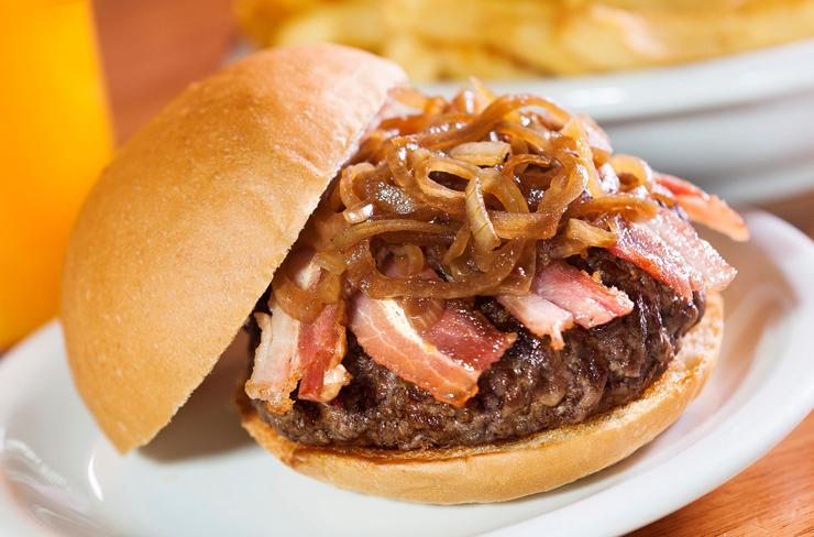 Burger do Thomaz, da segunda unidade da Hamburgueria Nacional: burger, bacon e cebola caramelizada