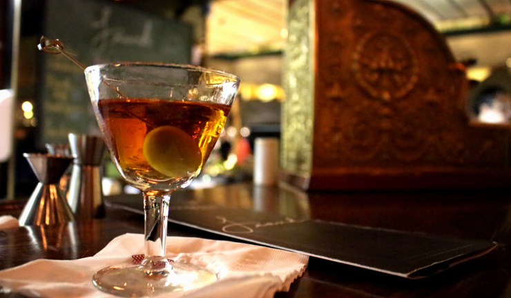Martinez de Spencer é feito com gin Tanqueray Ten, Carpano Classico, Luxardo Maraschino e Angostura