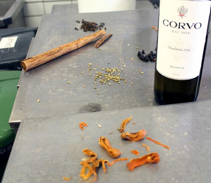 Temperos e vinhos que fazem parte da salmoura do presunto cozido