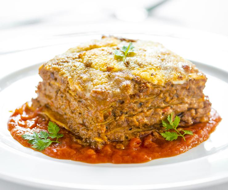 Lasanha à marchigiana com ragu de carnes mistas e molho de tomates do Tre Bicchieri