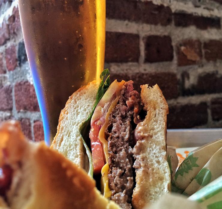 Super Duper: rede de hamburguerias orgânica. Carne, vegetais, pães - tudo é orgânico, mega saboroso e com preços bem bons