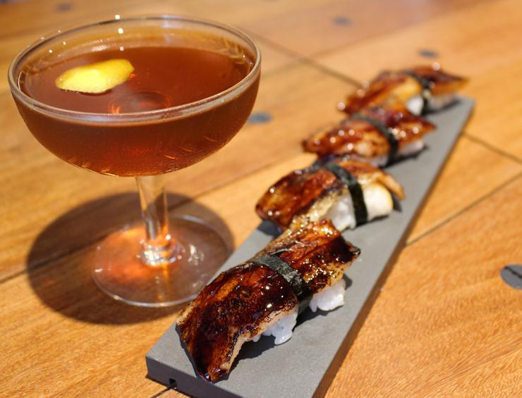 Untuoso Sushi de papada de porco com tucupi preto (R$ 29),