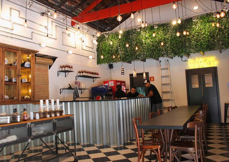 Ambiente da Hã?Burger, nova hamburgueria da chef Renata Cruz no Itaim