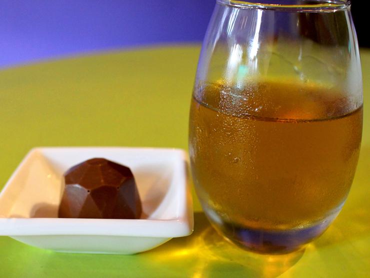 Boa harmonização de bombom de laranja e mel com o uísque Jack Daniels Honey
