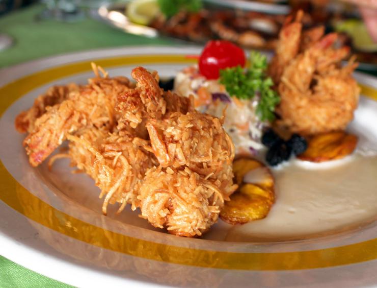 Os melhores camarões do mundo empanados com coco no Mariscos Tino's