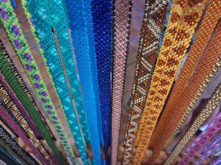 Chaquira: o belíssimo artesanato local