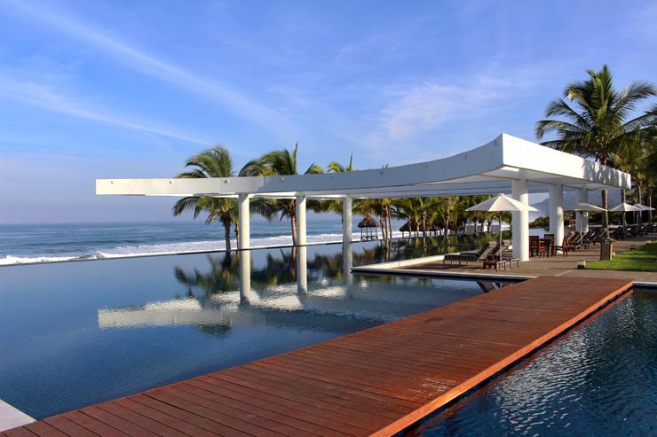 Detalhe da piscina do hotel La Tranquila