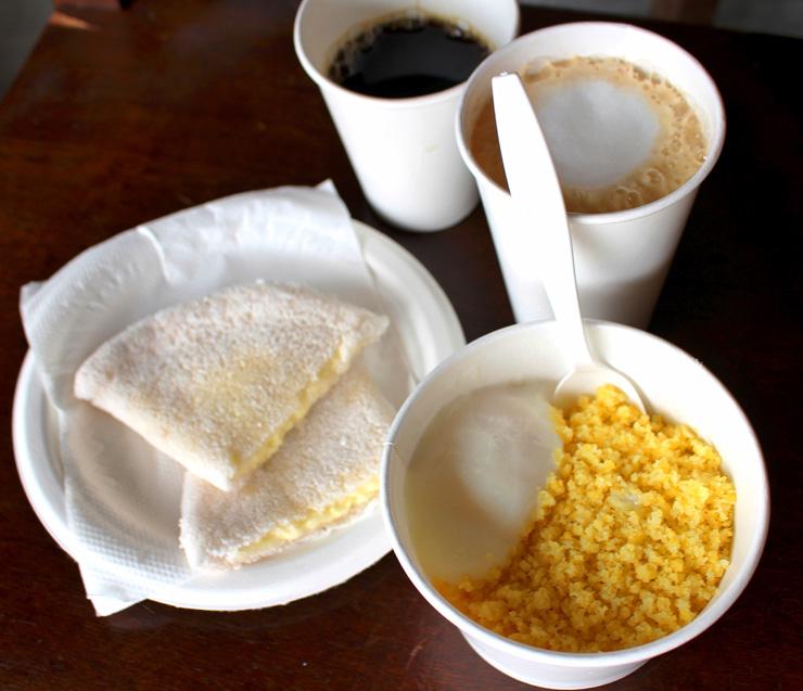 Sugestões de café da manhã do Mocotó Café: tapioca com queijo coalho, cuscuz nordestino, café Yaguara e macchiato com café Terroá