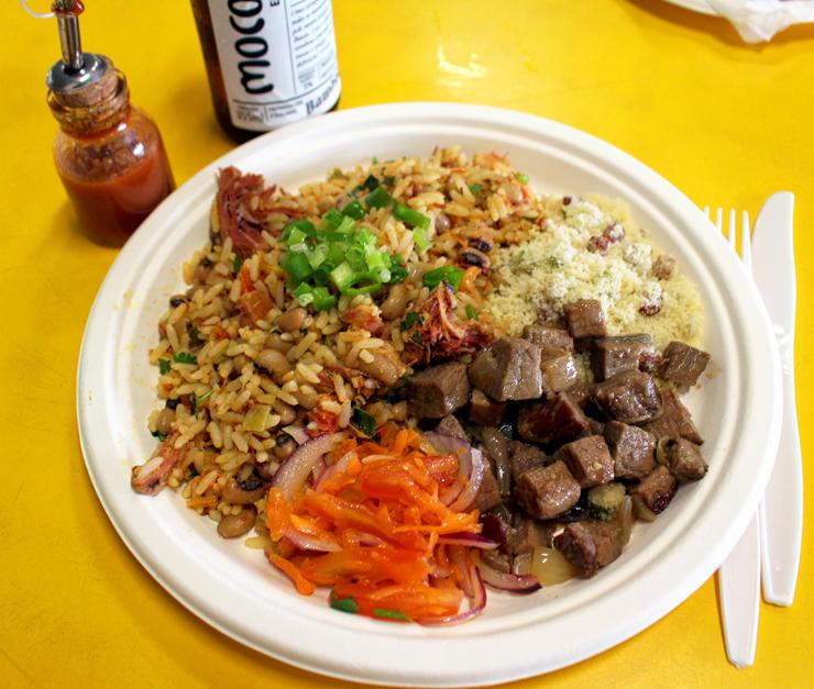 Baião de dois completo, R$ 24: arroz, feijão fradinho, carne seca, linguiça e queijo coalho, vinagrete, carne de sol ou de panela e farofa do dia