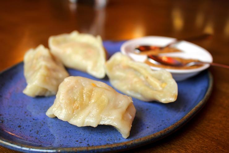 Momos: chamados de 'guioza indiano' são feitos ao vapor e recheados por vegetais ou frango