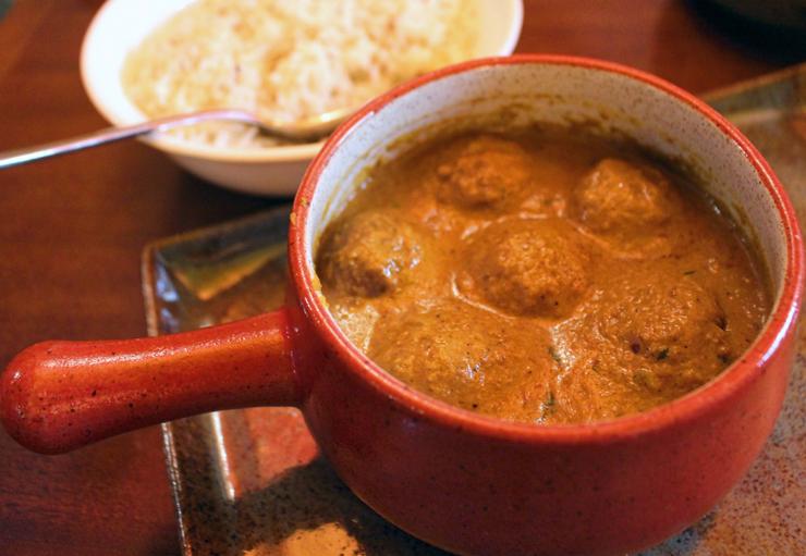 Vegetariano e delicioso: Vegetarian Kofta. Bolinhas de vegetais cozidas em molho de tomate, cebola, castanha de caju e creme de leite
