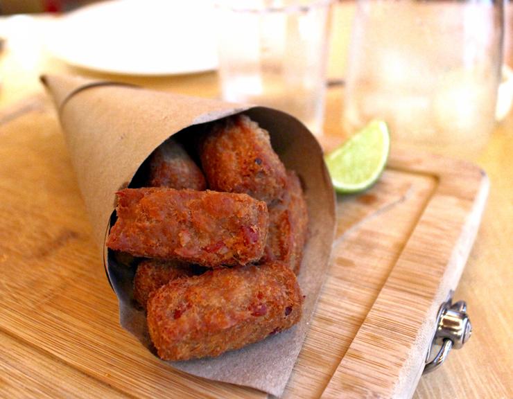 Viciante: porção de Alheiras OpyCo preparadas com coxa de frango, bacon e curry vindaloo (R$ 19)